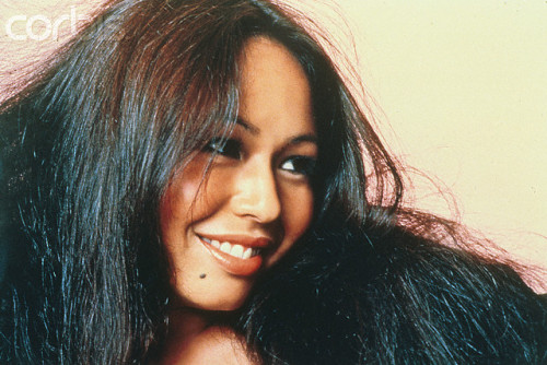 yvonne_elliman_turning_head