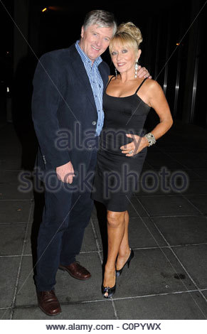 pat-kenny-and-adele-king-aka-twink-outside-rte-studios-for-the-late-c0pywx